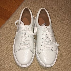 Australia Lux Collection sneakers size 5